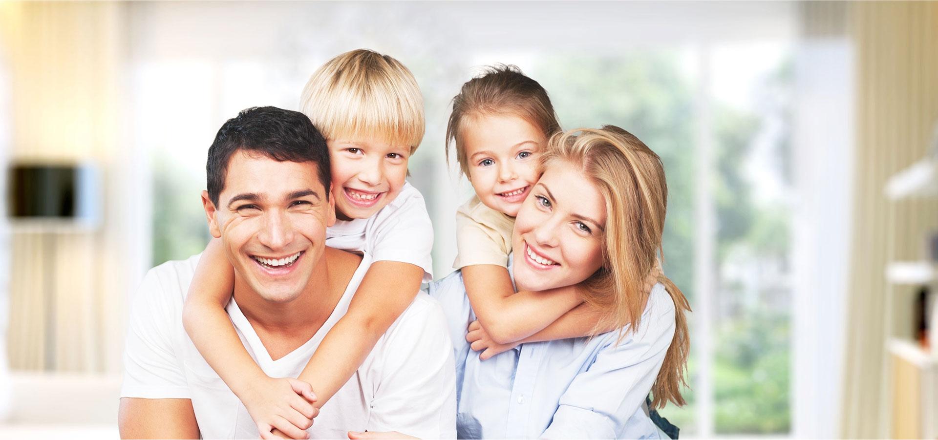 Glückliche Familie – Kieferchirurgie für Ihre Gesundheit